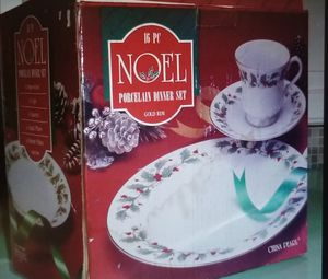 16 pieces Christmas dinner set china Noel for Sale in Chantilly, VA