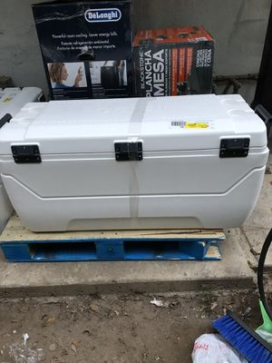 New igloo ice chest for Sale in Hawthorne, CA