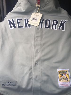 Mitchell & Ness Authentic NYY (Medium) for Sale in Philadelphia, PA