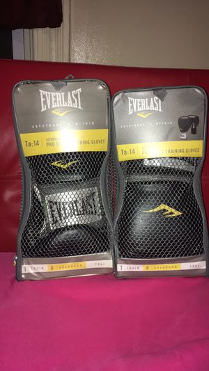 EVERLAST pro style training boxing glove for Sale in Baltimore, MD
