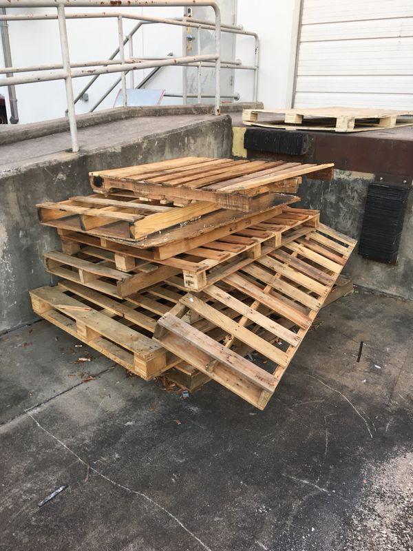 Free pallets for Sale in Orlando, FL - OfferUp