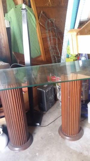 Unique table. use for entry with lamps on or behind sofa for Sale in WA, US
