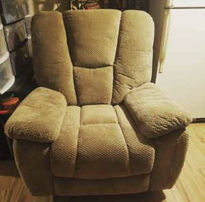 Serta big and tall recliner for Sale in Austin, TX
