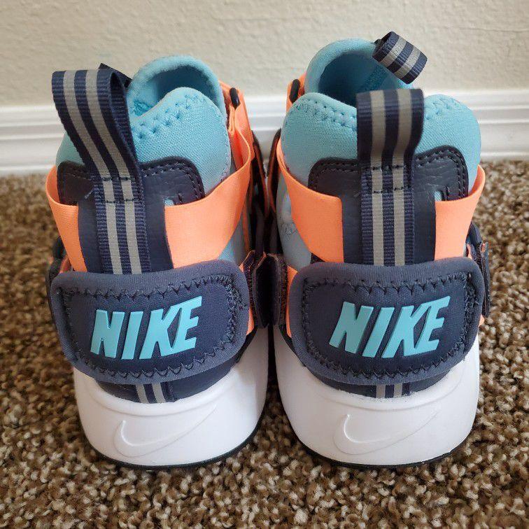 Nike Huarache Size 6Y