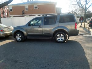 07 nissan Pathfinder LE running boards 3rd row seat CD runs excellent for Sale in Queens, NY