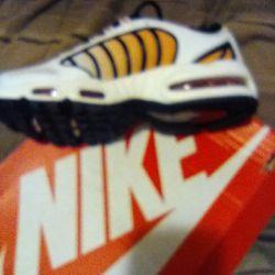 Nikes 8.5 Thumbnail