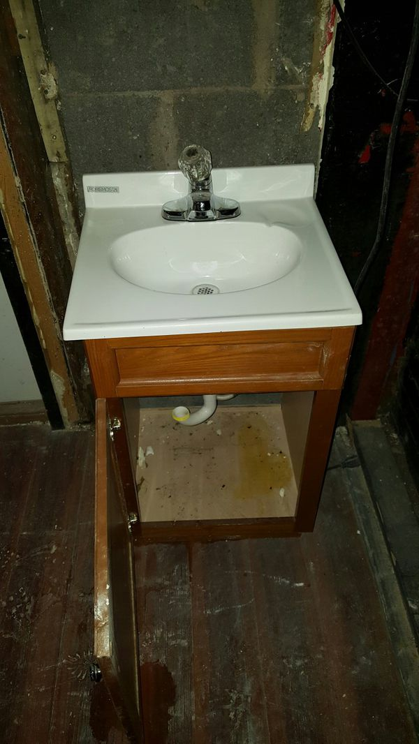 Groovy Bathroom Vanity And Sink Good Condition For Sale In Kinston Nc Offerup Download Free Architecture Designs Rallybritishbridgeorg