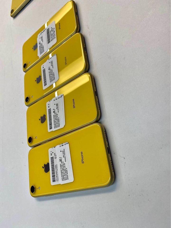 iPhone XR 64GB UNLOCKED + Warranty