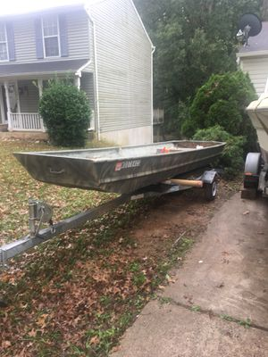 "Bass boat 14"" Clean tittle Gas motor Yamaha 6 & electric motor minn Kota plus battery brand new , paddles, live vest , anchor for Sale in Gaithersburg, MD"