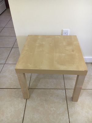 Side table for Sale in Germantown, MD