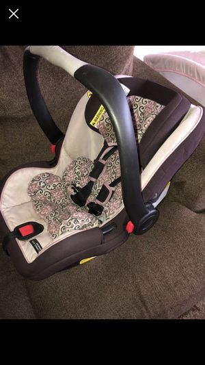 Car seat and two bases Graco snugride for Sale in Alexandria, VA