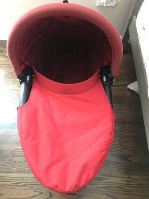 Quinny bassinet stroller for Sale in Chicago, IL
