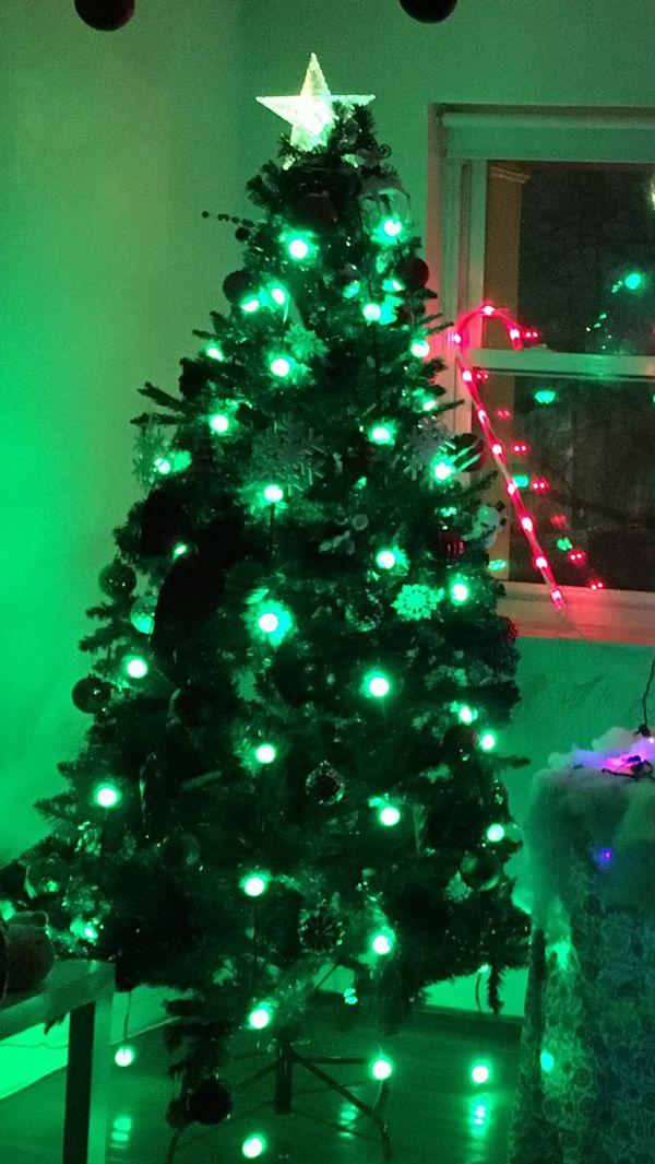 Christmas Plastic tree 7 feet for Sale in Edison, NJ - OfferUp