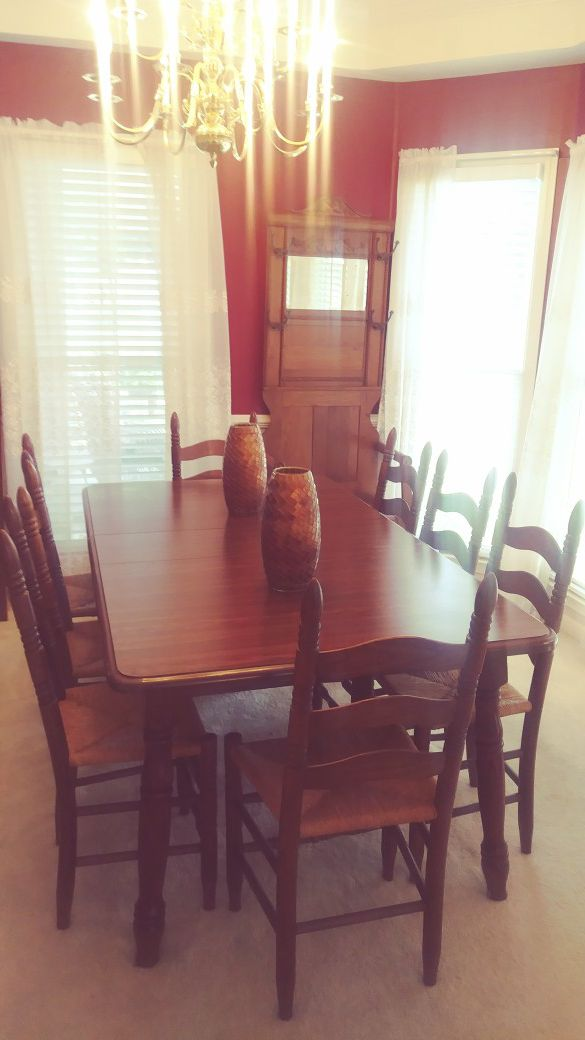 Vintage antique table with leaf seats 12