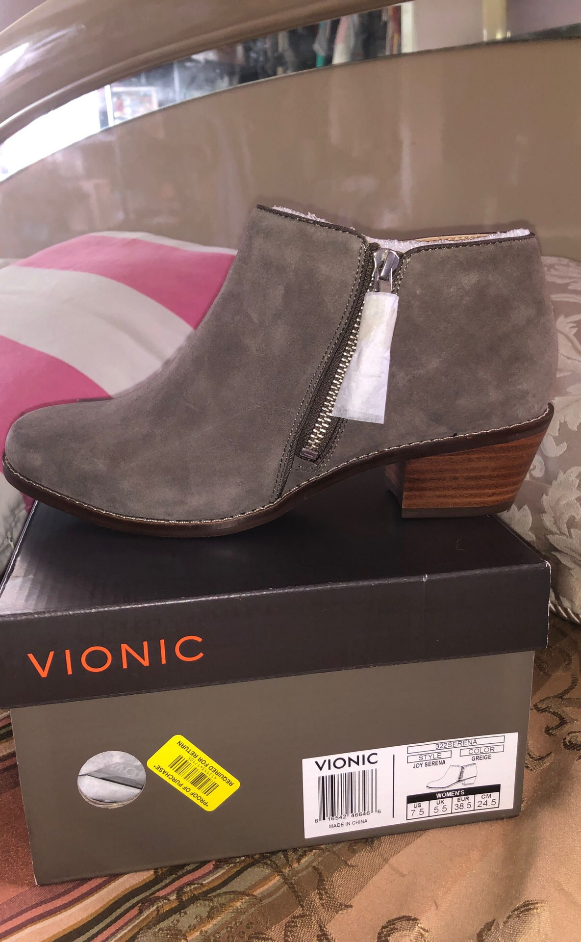 Vionic booties, size 7.5m