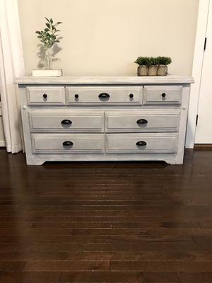 Cute gray dresser for Sale in Moseley, VA