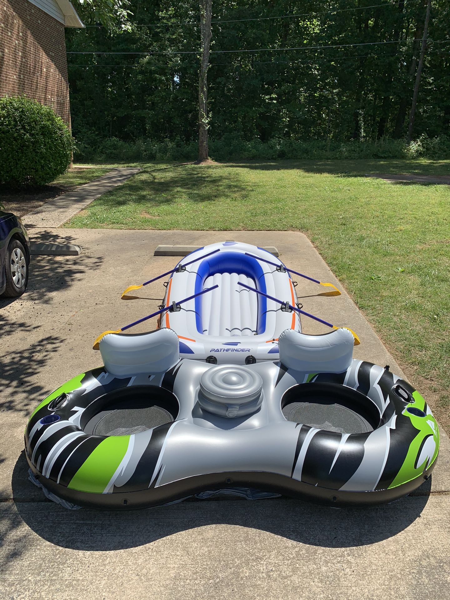 Photo Brand New Inflatable Boat 4 Person With River Tube 2 Person