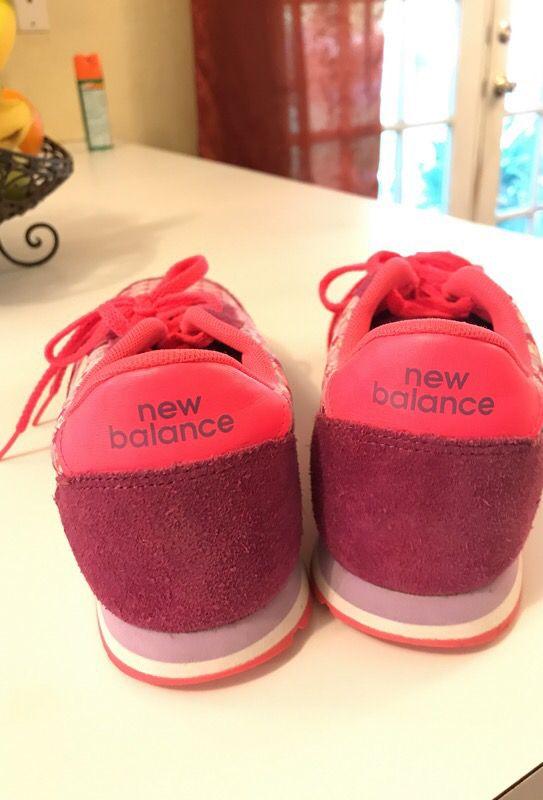 Worn 1 time. Women's New Balance shoes. Size 6.5