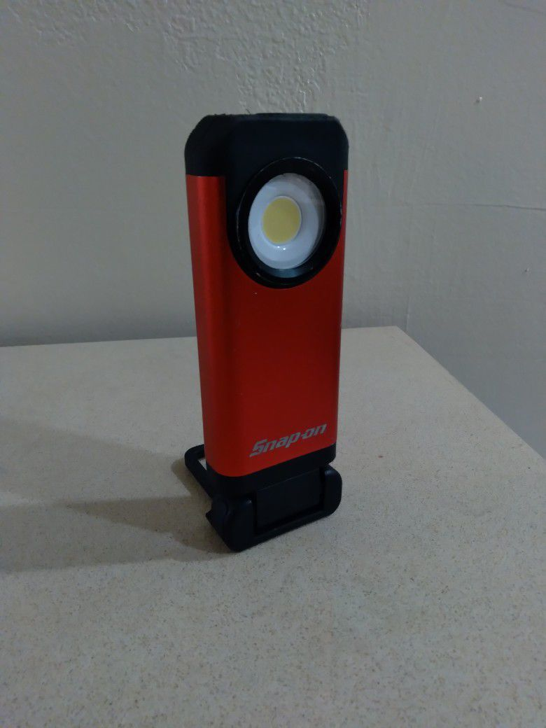 Snap on Active Cooling Pocket Rechargeable Light
