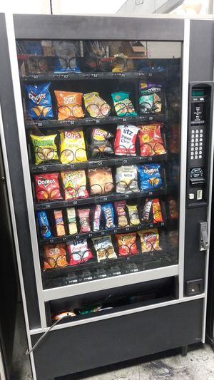 Snack vending machine fully working for Sale in Montgomery Village, MD