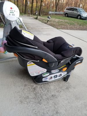 Chico infant car seat with stroller caddy for Sale in Temple Hills, MD