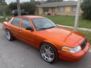 Photo $4000 or best offer 2004 crown Vic runs great daily driver