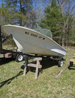 Photo Evinrude boat, Mercury outboard trailer