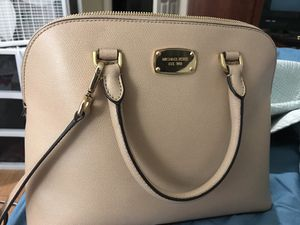 Large Michael Kors Purse (nude/light pink) for Sale in Boston, MA