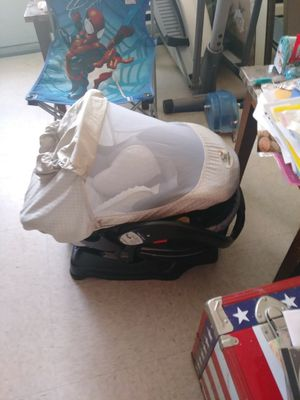 Car seat with head support and carseat cover car seat expires December 2021 for Sale in Mount Airy, NC