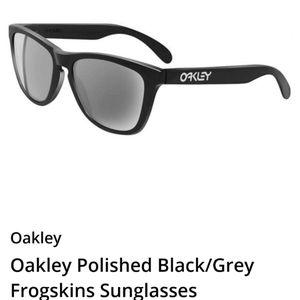 6b8e53408644 Oakley Polarized Black Matte Frogskins Sunglasses for Sale in Seattle, WA