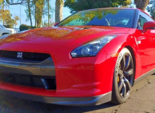 Photo 2O10 Nissan GTR Like new