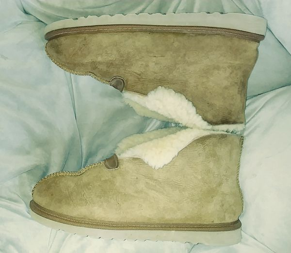d80f6570295 Uggs Boots Slippers Tan Women's 10 Mens 9 for Sale in Daytona Beach, FL -  OfferUp