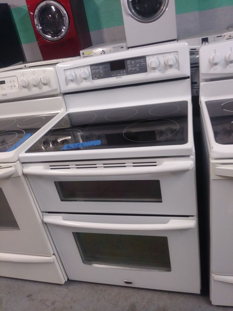 Maytag electric stove double oven in excellent condition