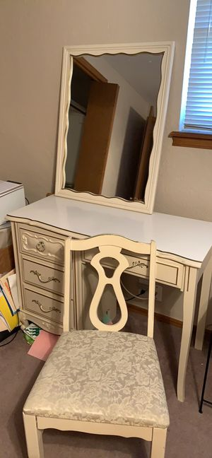 Photo French Provincial desk, chair and mirror