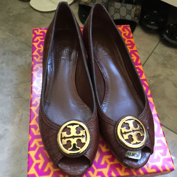 9106adee8191 Tory burch great condition with box for Sale in Diamond Bar