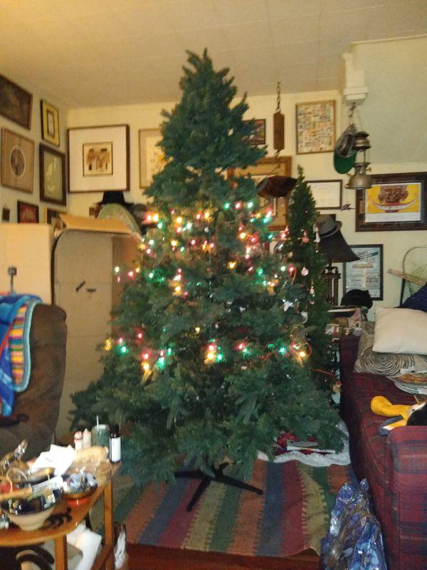 7.5 ft Christmas tree garden ridge. - 7.5 Ft Christmas Tree Garden Ridge. For Sale In Lexington, KY - OfferUp