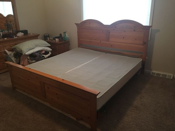 Broyhill Fontana King Size Bed Frame With Headboard Footboard Pine