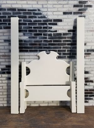 Photo Shabby chic twin bed frame. Cottage white