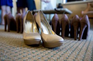 Charles by Charles David Champagne Satin Platform Heels Size 9 for Sale in San Diego, CA