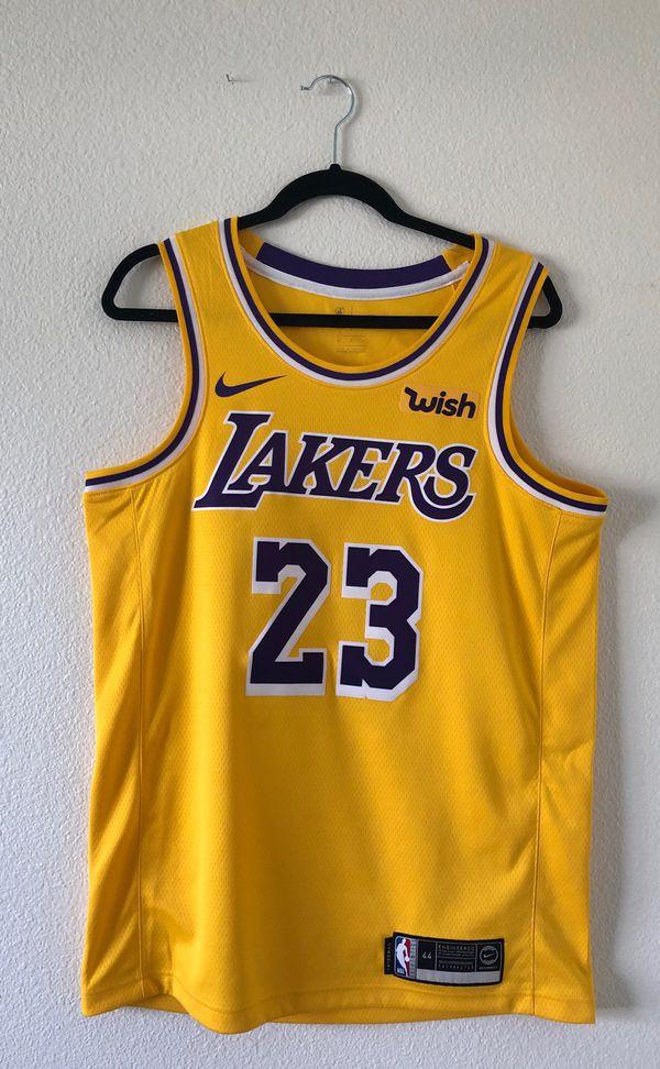 best website 8971d 63619 Lakers LeBron James Swingman Jersey (Size Medium) for Sale in HUNTINGTN  BCH, CA - OfferUp