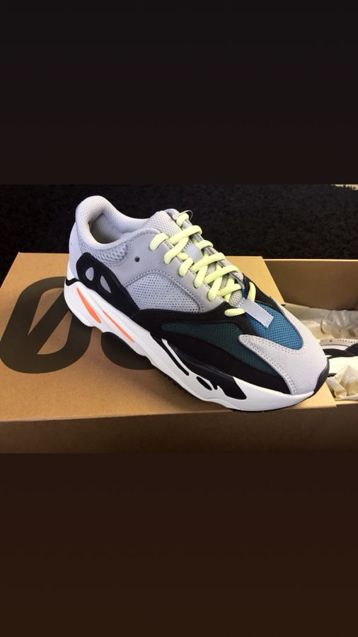 83f7974f95d Adidas Yeezy Wave Runner 700 size 6 for Sale in Fremont