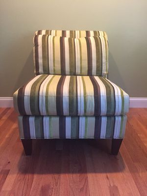 $100 Upholstery chair - non-smoking household; with fur free house- like new Measurements - 36 inches high 39 inches Deep at seat 30 inches Wide for Sale in OH, US