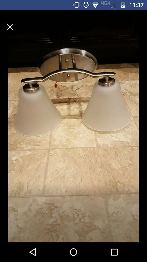 Bathroom vanity light for Sale in Painesville, OH - OfferUp