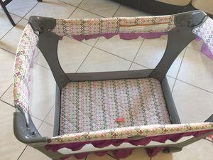 Baby girl bassinet for Sale in Miami, FL