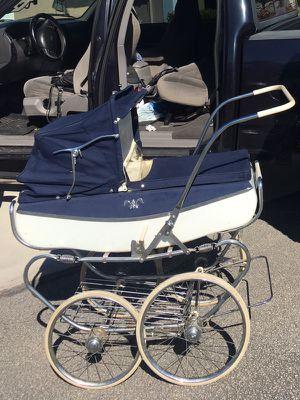 Antique stroller for Sale in Miami, FL