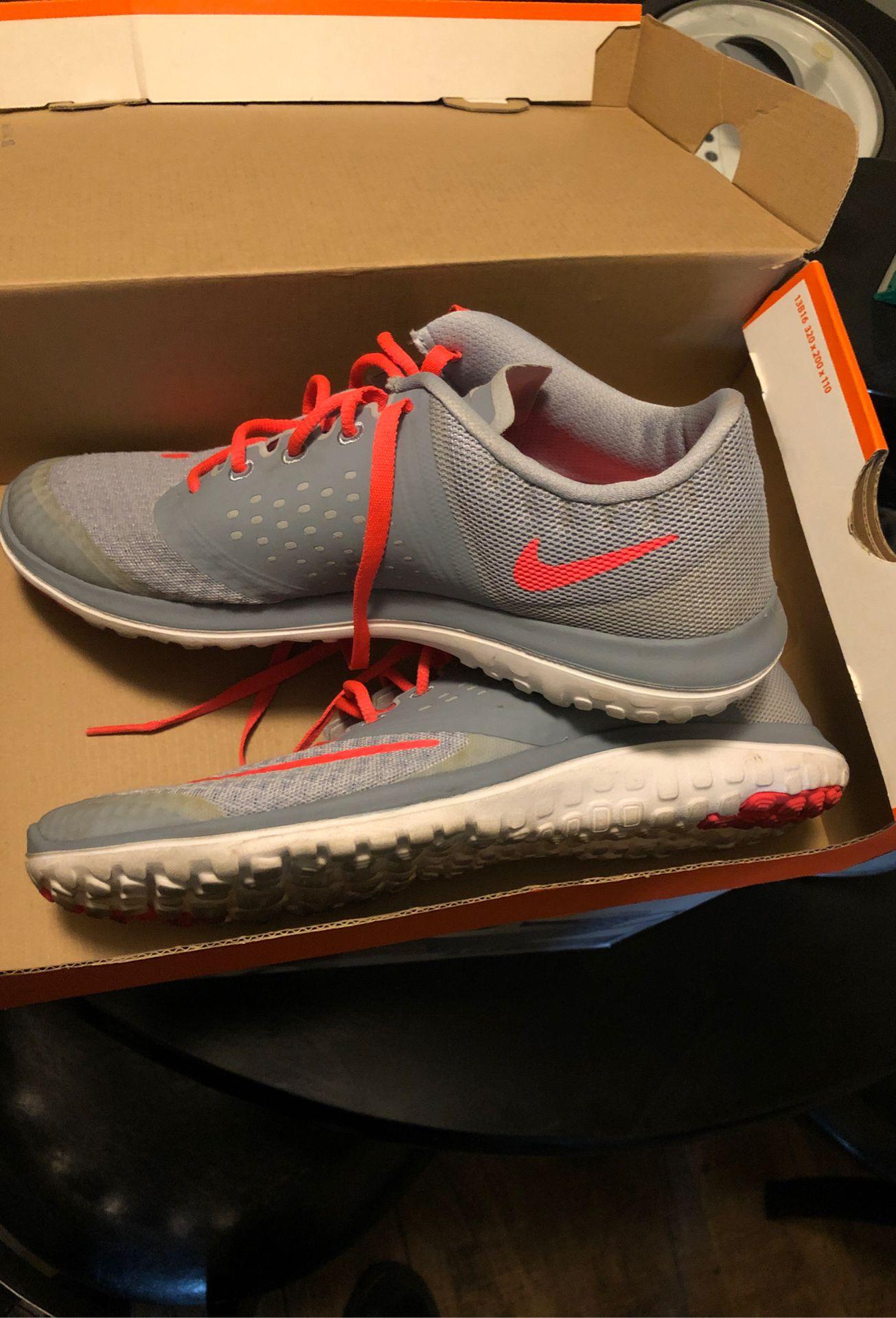 Nike woman's fs run 2