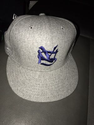 Supreme fitted hat for Sale in Los Angeles, CA