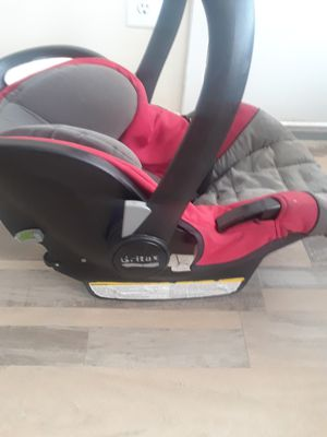 Unisex Infant Carrier/Carseat for Sale in Montpelier, MD