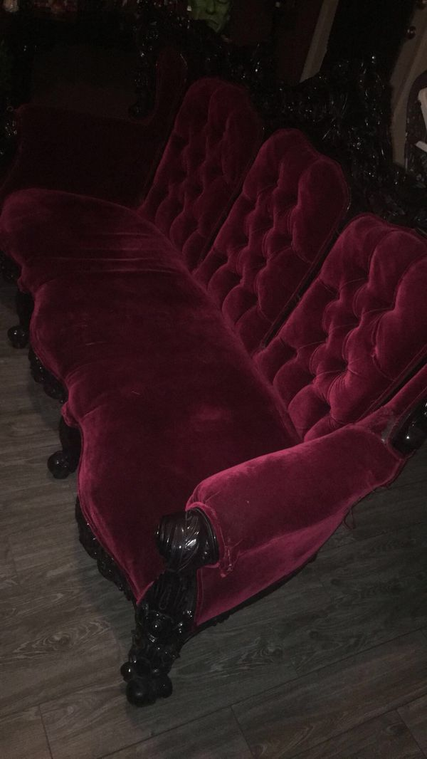Offerup Las Vegas >> Antique couch for Sale in Las Vegas, NV - OfferUp