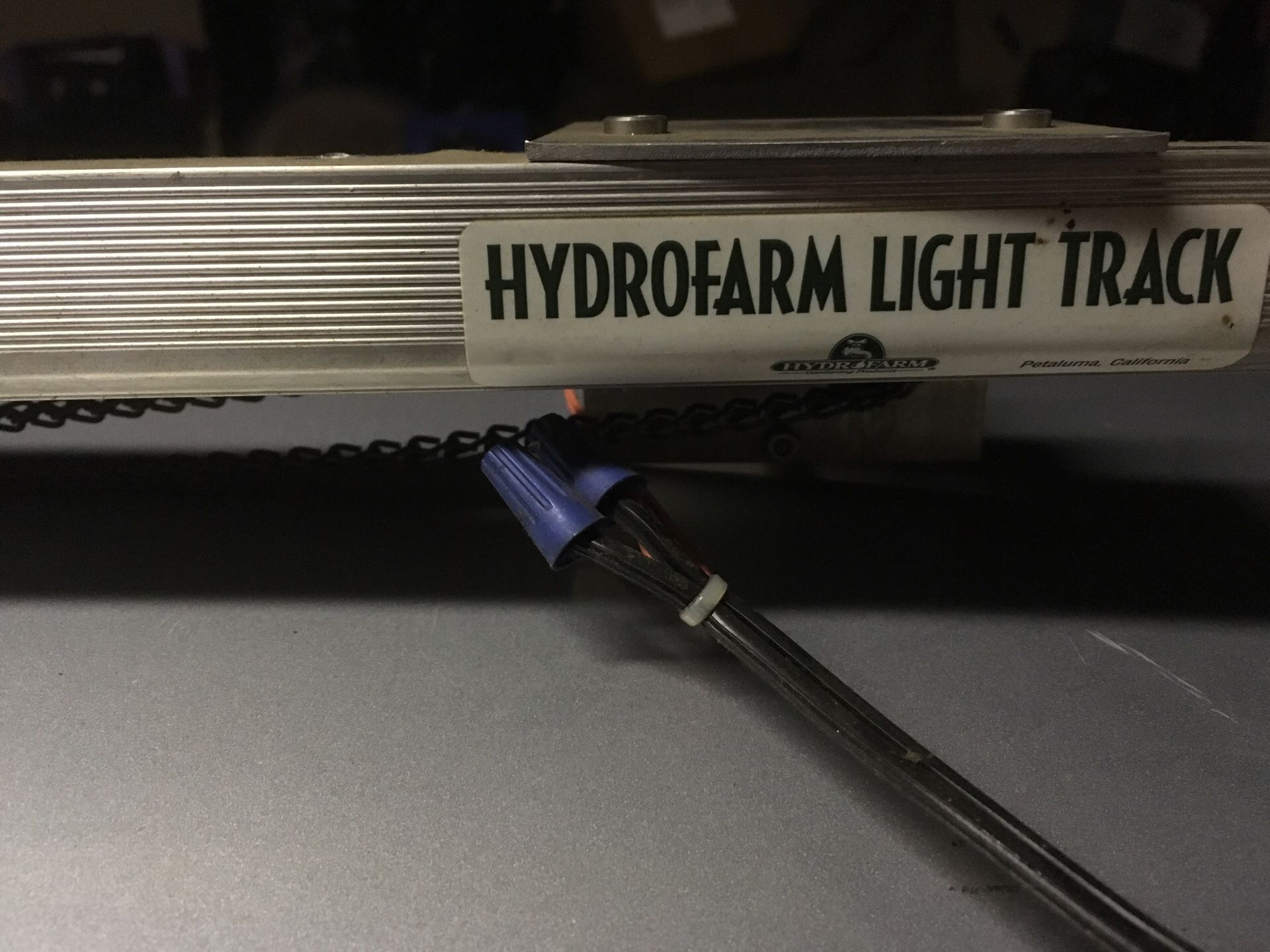 Hydrofarm light track